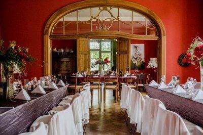 Gutshaus Ehmkendorf in Mecklenburg Vorpommern - der rote Salon