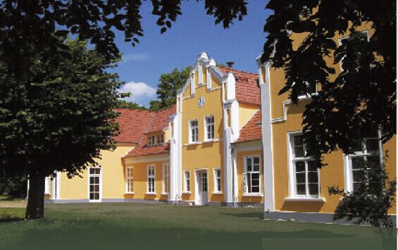 Das Guthaus Ehmkendorf nach der Sanierung im Jahr 2000